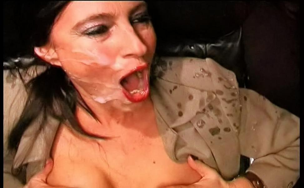 Asian girl suck and scream while being fuck